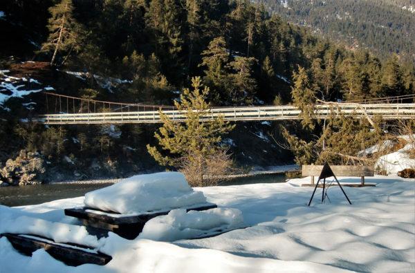 Hängebrücke Winter